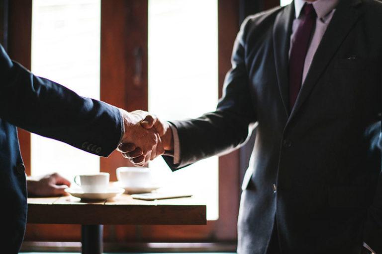 Рукопожатие надежных партнеров